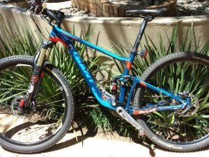 MOUNTAIN BIKE FOR SALE: GIANT | SMALL | SERVICED